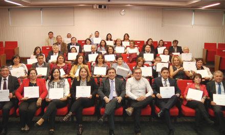 Directivos DAEM fortalecen capacidades en liderazgo y control de gestión tras diplomado en Universidad del Desarrollo