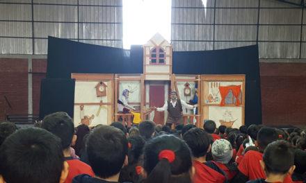 Escuela España acerca el teatro a los alumnos en su día