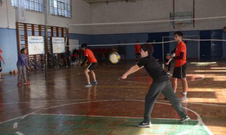 En Liceo Max Salas se desarrolla el Campamento Deportivo de Invierno