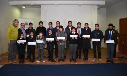 Municipio andino entregó 200 becas de útiles escolares a alumnos de enseñanza básica y media