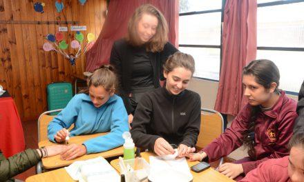 Alumnos de Escuela Especial Valle Andino comparten jornada con estudiantes canadienses