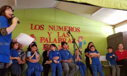 Apoderados y alumnos de escuela Ignacio Carrera Pinto participan en 3er concurso de deletreo