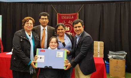 Estudiantes de Escuela Especial Valle Andino reciben su primer computador