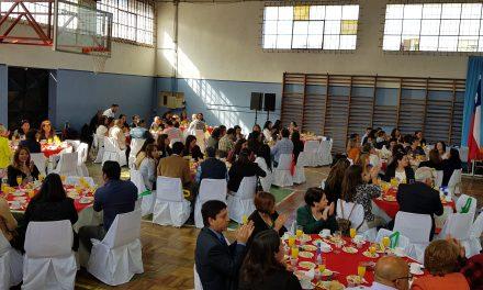 Docentes andinos festejan su día en ceremonia comunal