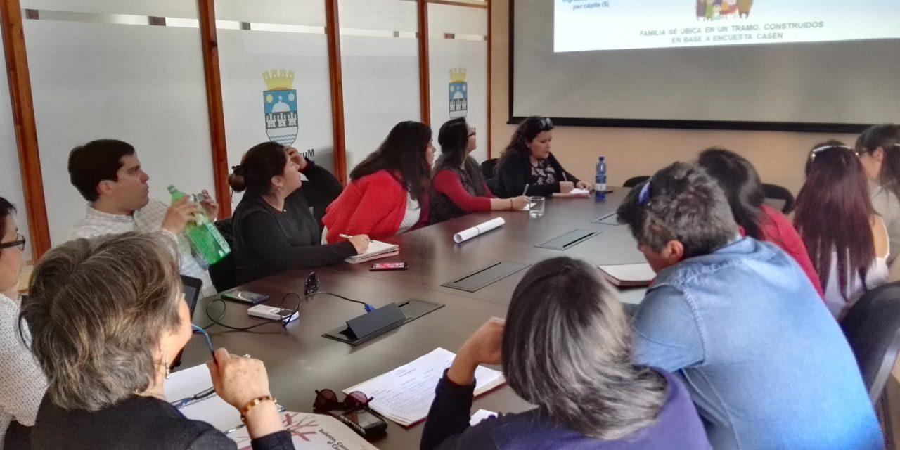 Equipos psicosociales de colegios municipalizados se capacitan sobre Registro Social de Hogares