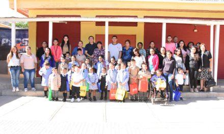 Más de 1300 alumnos de la educación municipal de Los Andes reciben pack de útiles escolares