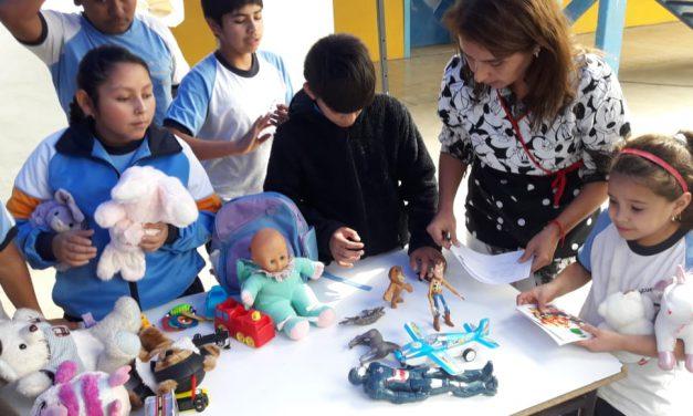 Escuela John Kennedy realiza feria de trueque en día de convivencia escolar