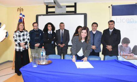 Liceo Maximiliano Salas Marchán firma compromiso del programa Liceos Bicentenarios 2019