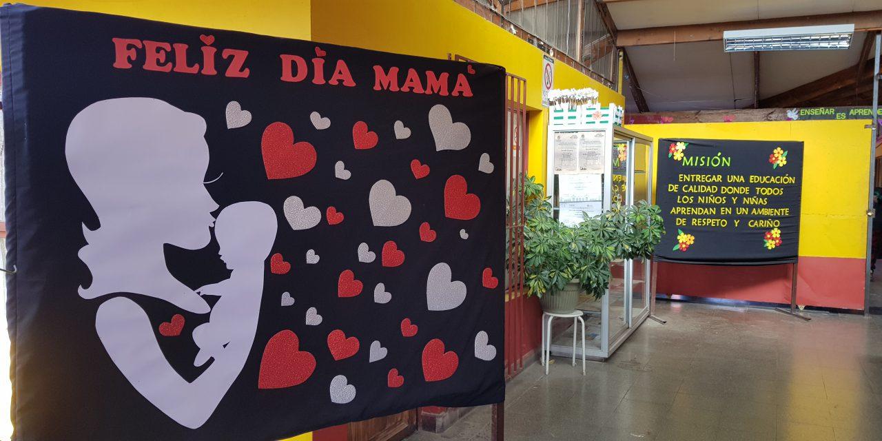 Con muestras artísticas Escuela El Sauce celebra el Día de la Mamá