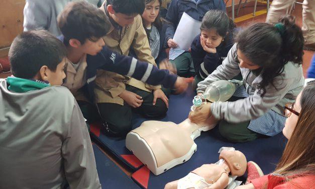 Alumnos de Escuela Río Blanco aprenden sobre reanimación cardiopulmonar