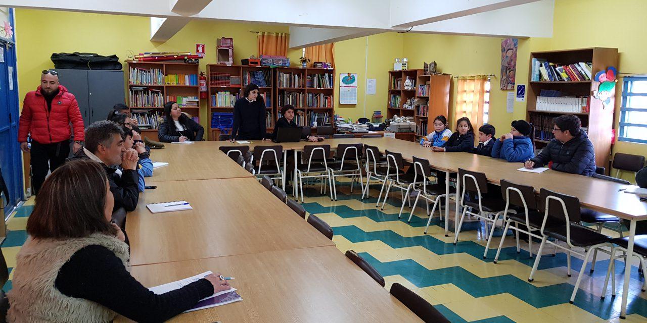 Junto a líderes comunitarios Escuela John Kennedy realiza reunión de seguridad