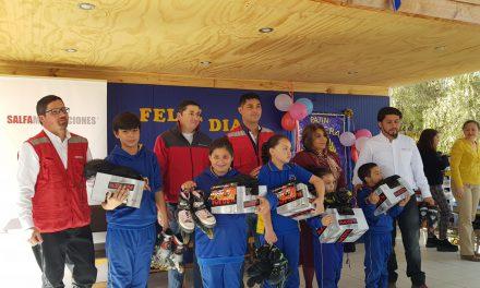 Equipo de patín carrera de Escuela Ignacio Carrera Pinto recibe importante apoyo en implementos