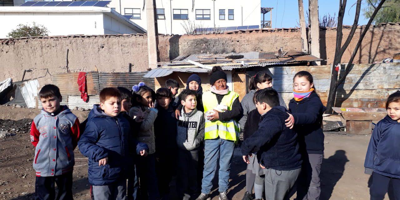 Escuela José Miguel Carrera realiza campaña solidaria