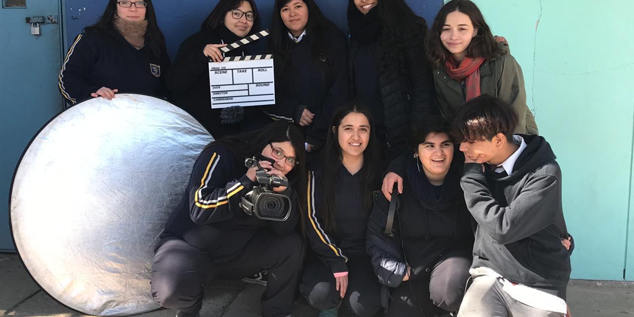 Estudiantes de Liceo Amancay trabajan su creatividad en taller de cine impartido por Universidad de Valparaíso