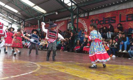 Escuela Ferroviaria celebra las fiestas patrias con nueva edición de concurso comunal de cueca