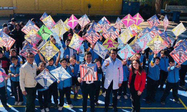 En Escuela John Kennedy advierten sobre riesgos del uso de hilo curado