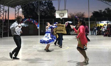 Escuelas, liceos y jardines infantiles municipales animan coloridos encuentros folclóricos
