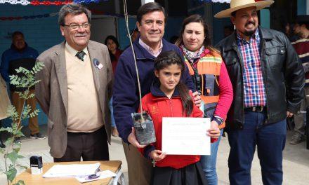 Comprometidos con el medio ambiente alumnos de Escuela Río Blanco adoptan árboles frutales