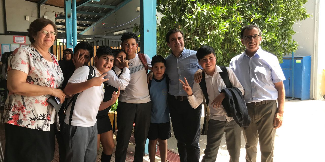"Escuelas municipales contarán con patios techados gracias a proyecto de ""tensoestructuras"""