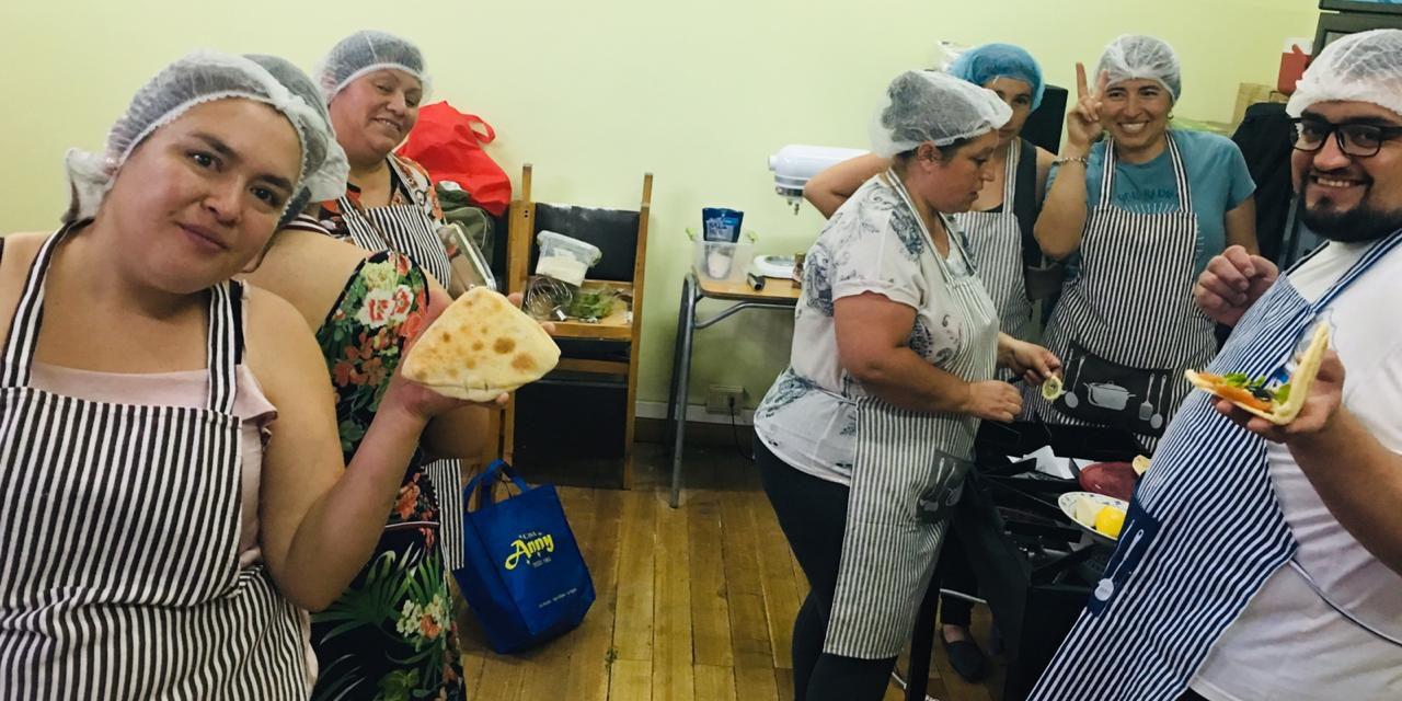 Escuela Río Blanco participa junto a su comunidad en taller de panadería