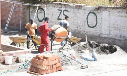 Avanza instalación de tensoestructuras en patios de colegios municipales de Los Andes