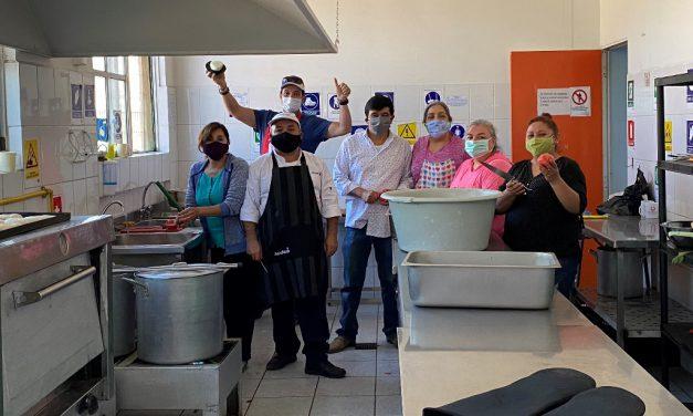 En Escuela Gabriela Mistral organizan olla solidaria y reúnen alimentos para familias del sector
