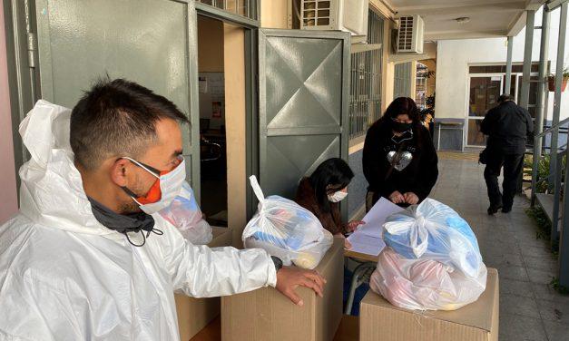CEIA Dr. Osvaldo Rojas entrega cajas de alimentación a 200 alumnos del establecimiento educacional