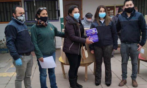Jardines infantiles Portalitos de Daniela y Luz de Luna reciben donación de pañales