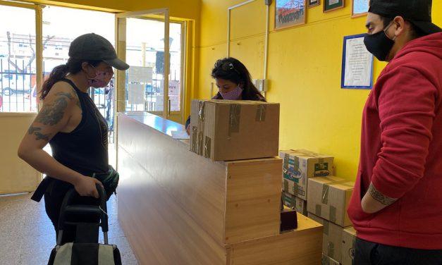 """""""Grupo de Emergencia"""" de Escuela España entrega apoyo social a más de cien familias"""