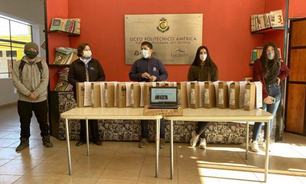 Entregan computadores portátiles a alumnos del sistema municipal de educación