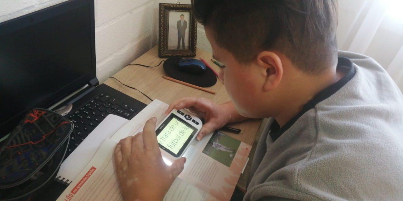 A través del Programa de Integración Escolar de Los Andes, estudiantes con dificultades visuales reciben ayudas técnicas